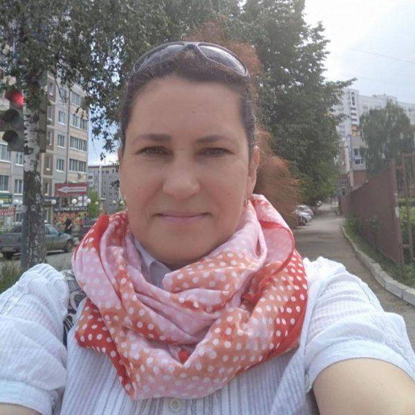 куратор Елена